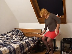 Sissy Michelle heads down on Dildo.MP4