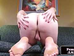 Bodacious femboy stretching her butt-cheeks