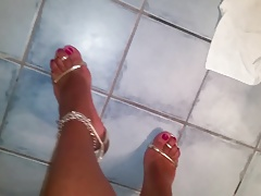 Crossdresser with sumptuous gold high heel sandals