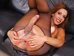 Gabrielli Bianco masturbating off her man-meat in stockings