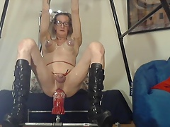 Bobbie truly stretching her pussy