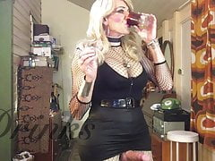FionaRingCD stellar she-creature ladyboy bitch smoking & stroking.