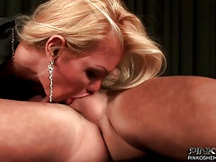 Fat knockers blonde tranny nailing a successful