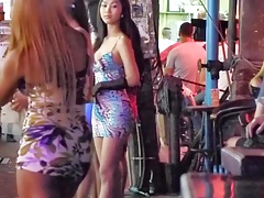 T-girl flashing rump in Public