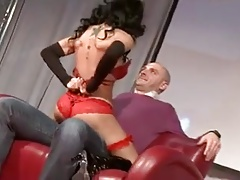 Fernanda Barros does a super-steamy Lap Dance on stage